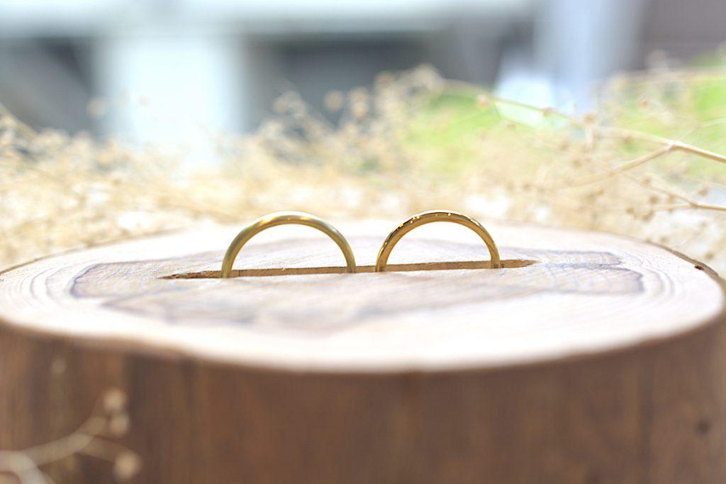 手作り結婚指輪に似合う、ハンドメイドのリングピロー画像