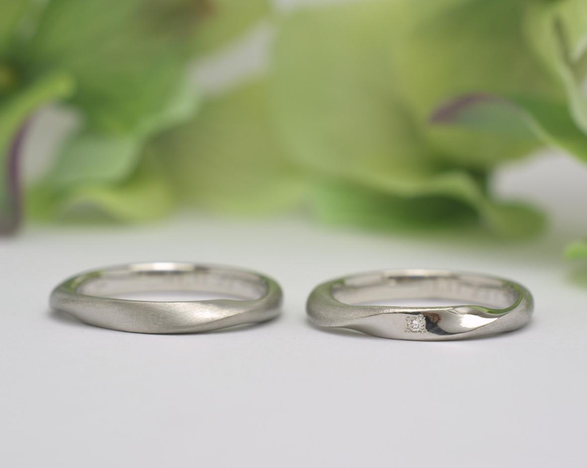 つや消しのプラチナ結婚指輪