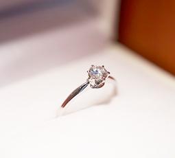 6本爪の結婚指輪
