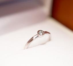 チョコ留めの結婚指輪