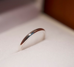 鏡面仕上げの結婚指輪