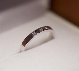 マス留めの結婚指輪