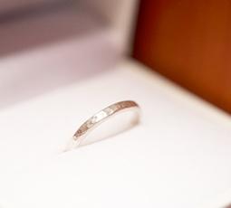 ハンマー仕上げの結婚指輪