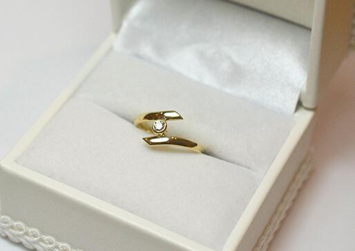 完成した婚約指輪の写真