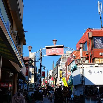 鎌倉にある小町通りの写真
