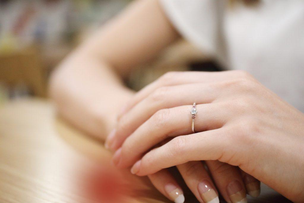 指輪はどの指?