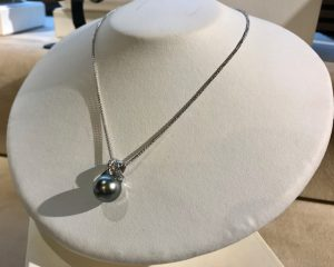 真珠のネックレス(ブラックパール)