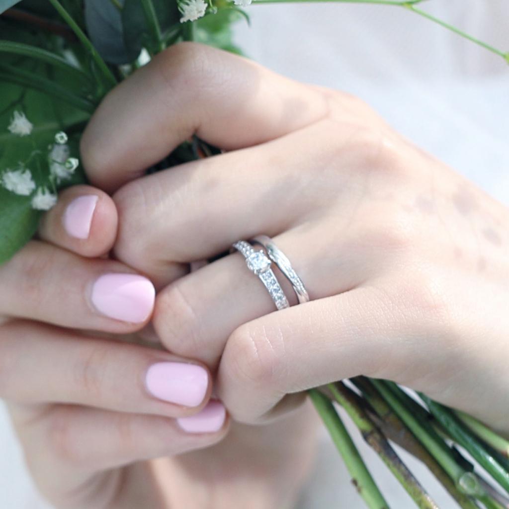 結婚指輪と婚約指輪の重ねづけ例04