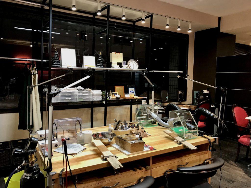 工房スミス札幌店 (作業彫金机)