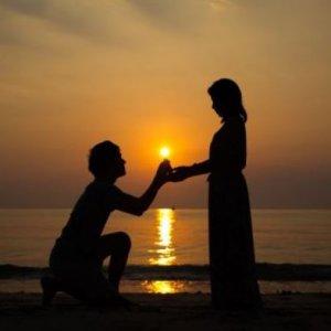 手作りの婚約指輪でプロポーズ
