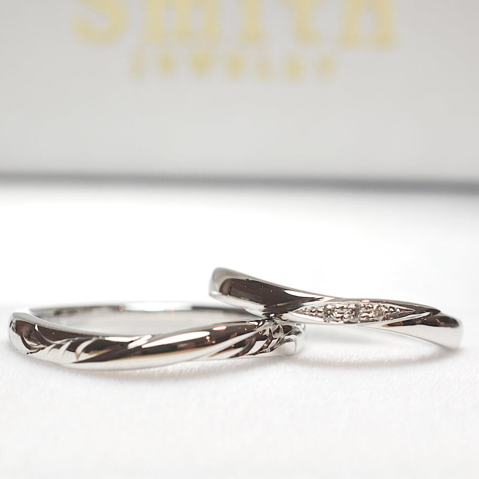 プラチナ、ダイヤモンド、和彫りの彫刻入り結婚指輪