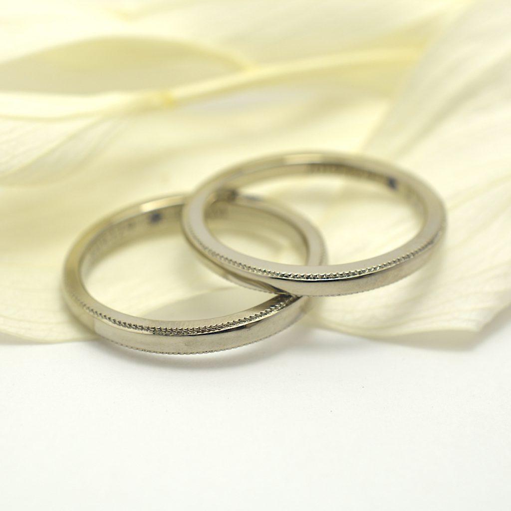 ホワイトゴールドの結婚指輪 ミルウチ 誕生石入り タンザナイト レーザー刻印