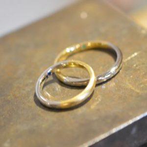 個性的なデザインがお好みの方へ「コンビリング」@手作り結婚指輪 工房スミス札幌店