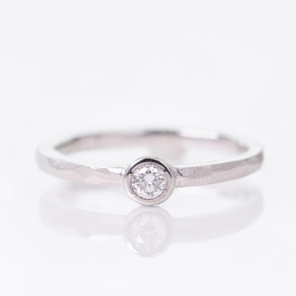リーズナブルで美しい仕上がりの手作り婚約指輪