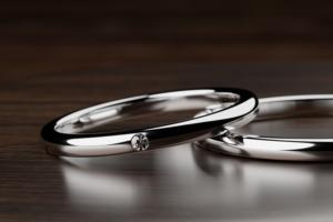 ダイヤの輝きを際立たせるデザイン@手作り結婚指輪 工房スミス札幌
