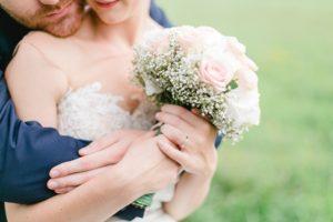 結婚指輪の相場はいくら?既製品とオーダーメイドの違いは?