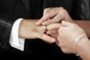 結婚指輪の人気デザインと選び方|購入前にチェックすべきことまとめ