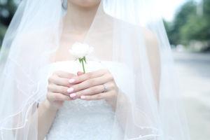 婚約指輪の人気デザインの種類・素材・相場価格