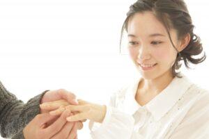 手作り婚約指輪の仕上げ方法・費用をご提案!刻印におすすめのメッセージとは?